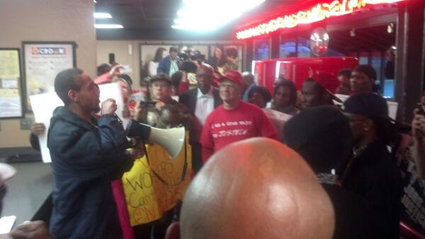 Atlanta Jobs With Justice support fast food workers on strike. Image via Twitter  @AtlantaJwJ